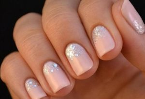 Наращивание ногтей: сияющие блестки